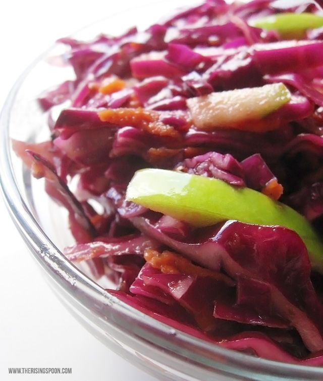 Red+Cabbage+Coleslaw+with+Tangy+Apple+Cider+Vinegar+Dressing+(vegan,+paleo)+|+therisingspoon.com