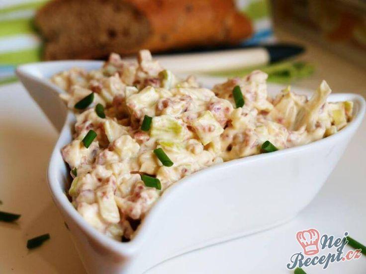 Vynikající pomazánka vhodná i jako základ pro chlebíčky. Nyní se tento recept určitě hodí, protože se blíží Silvestr a mnoho z vás bude připravovat obložené mísy, chlebíčky, rohlíčky nebo sucháriky. Namísto obyčejného másla nebo paštiky určitě použijte domácí pomazánku. Já zvyknu chlebíčky potírat i bramborovým nebo vlašským salátem, ale pokud nezvýšilo z Vánoc, vždy udělám tuto chutnou pórkovú pomazánku. Autor: Naďa I. (Rebeka)
