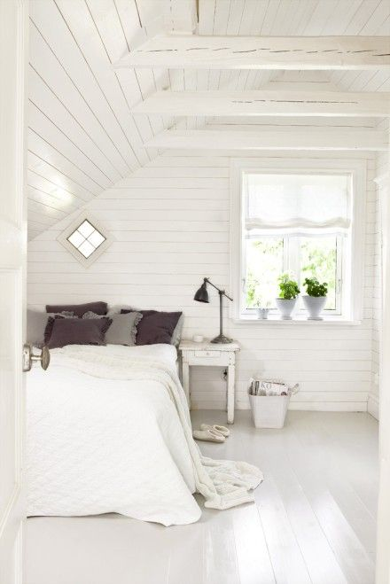 bedroomAttic Bedrooms, Floors, Guest Bedrooms, Bedrooms Design, Attic Room, White Bedrooms, House, Bedrooms Decor, White Room