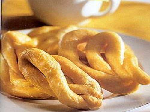 Λαλάγγια, του Ηλία Μαμαλάκη / Lalangia (fried dough), by Elias Mamalakis  http://www.eliasmamalakis.gr/ http://www.kopiaste.info/?p=12711