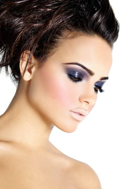 : Nude Lips, Eye Makeup, Pale Lips, Dark Eye, Dramatic Eye, Eye Shadows, Glossy Eye, Eyeshadows, Smokey Eye