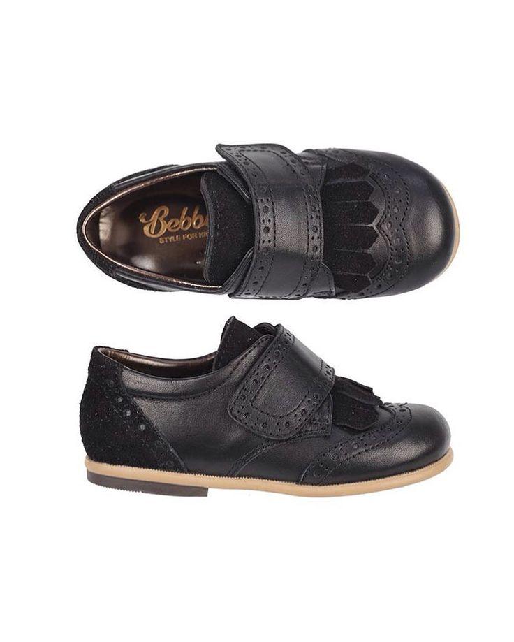 Bebbini Siyah Püsküllü Cırtlı Erkek Çocuk Ayakkabısı  159.90  TL 20-21-22-23-24-25 numaralar  Bebbini modelleri yüksek kalite hakiki dana/keçi derisi kullanılarak %100 el işçiliği ile üretilmektedir.  Modellerimiz bebek/çocuk ayak anatomisine uygun olarak hazırlanmaktadır.  Ayakkabılarımızın topuk bölümünde kullanılan yumuşak topuk pedi çocukların yumuşak bir zemine basarak ayaklarının rahat etmesini sağlamaktadır.  Ürünlerimizde domuz derisi ya da suni malzeme kesinlikle…