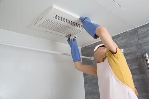 トイレの換気扇 掃除してる 放っておくと臭いの元になる 暮らし