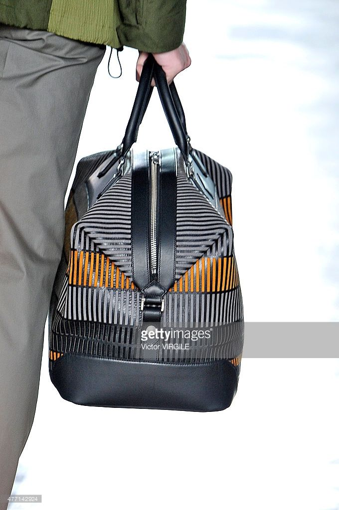 model-bag-detail-walks-the-runway-at-the-hardy-amies-ready-to-wear-picture-id477142924 (680×1024)