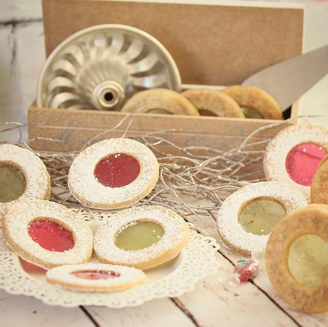 Gyorsan összedobtam egy kis ablakos #linzert. I made these #window #cookies  today. :) Direct link for my latest post in my bio! gastrogranny.com #tudatosantáplálkozok #tudatosantáplálkozók #gastrogranny #gastrogrannyblog #homemade #makeyourdishescometrue #instafood #foodstagram #mutimiteszel #mutimitfozol #foodie #mikgasztro #instafood #foodblogger #foodporn #foodofhun #huffposttaste #feedfeed #f52grams #magyarig #hungarianfood #cracklings
