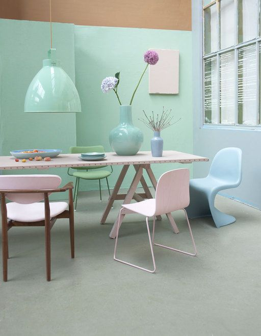 A nod to the fifties and sixties: the mix of designer chairs around the homemade trestle table is a feast for the eyes. In a color palette of celadon, ice blue and fresh pink is good eating and talking. For extra zing, add a mini-dose of shine and a few intensely colored flower.  Styling: Marianne Luning  Photography: Tjitske van Leeuwen
