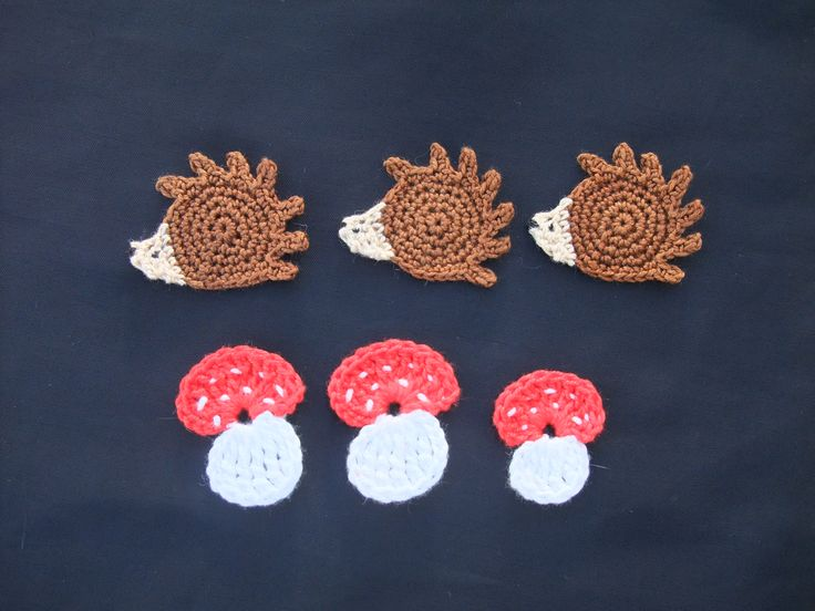 Ouriços e cogumelos, feitos em croché em linha 100% algodão. Perfeitos para aplicar em almofadas ou peças de roupa. Aceito encomendas.
