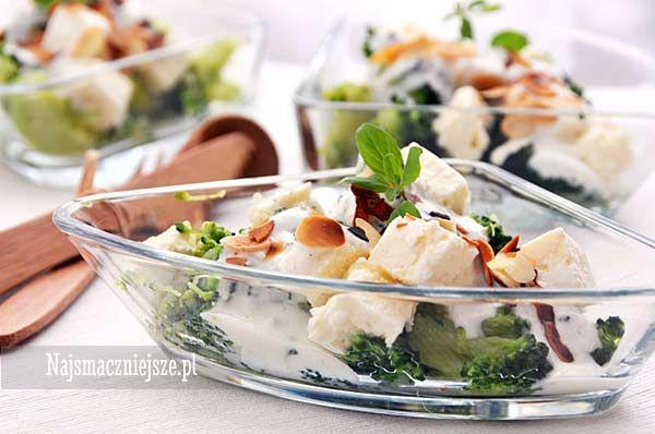 Sałatka z brokułem i serem feta, sałatka, feta, brokuł, sałatka brokułowa, http://najsmaczniejsze.pl #food #przepis #brokuł #feta