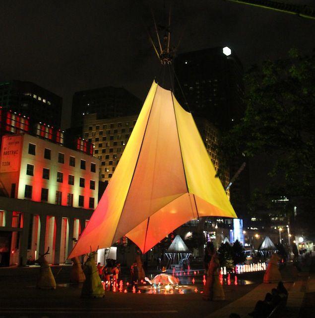 Le Festival Présence autochtone affirme plus que jamais la culture amérindienne et refait de la place des Festivals un endroit symbolique et fort. À ne pas manquer!   #Montreal