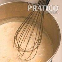 Ingrédients:  Pour les frites: 6 pommes de terreà chair jaune 30 ml (2 c. à soupe)d'huile d'olive 15 ml (1 c. à soupe)de beurre fondu Fleur de sel et poivredu moulin au goût  Pour la trempetteau cari et zestesde citron: 180 ml (3/4 de tasse)de yogourt grecnature 15 ml (1 c. à soupe)de cari 15 ml (1 c. à soupe)de zestes de citron 15 ml (1 c. à soupe)de persil haché 15 ml (1 c. à soupe)de ciboulette hachée Sel et poivre au goût