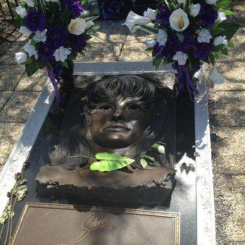 *Seaside Memorial Park (Selena's grave): I feel a bit strange pinning this