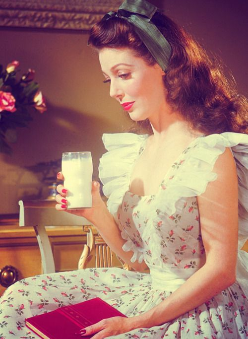 Loretta Young, in an absolutely lovely summer pinafore dress