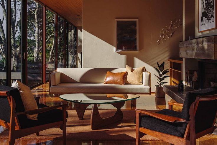 House in Titirangi, New Zealand. Designed in 1976 by Ron Sang for renowned international photographer Brian Brake, the Brake House remains a classic of mid-century modernism.  DOCOMOMO lists it among New Zealand's top 20 modern buildings, sites and neighbourhoods.  Enjoy the sens...