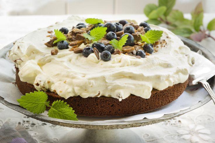 Bakelyst.no: Herlig sjokoladekake dekket med nydelig daimkrem!