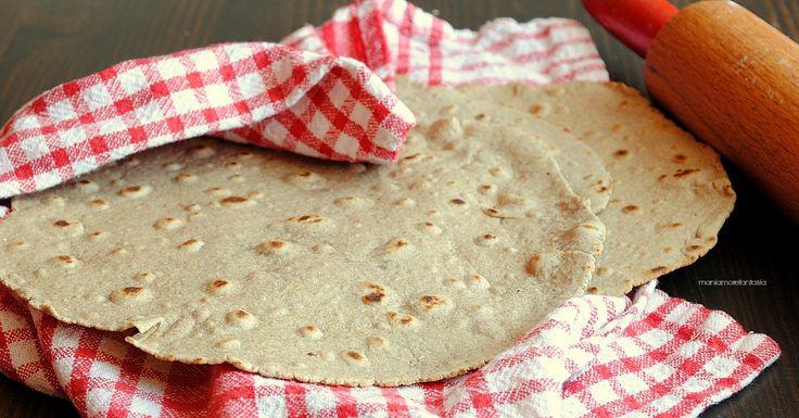 le piadine integrali all'olio sono una ricetta light, molto semplice e tanto sana. da farcire normalmente con quello che preferite o da utilizzare come pane