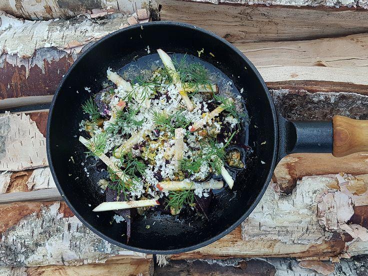 Rödbetor i brynt smör, dillpesto, hasselnötter och västerbottensost | Recept från Köket.se