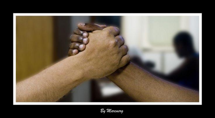 Turismo è anche umanità e sensibilità: un plauso a Dario Monteforte titolare del Lido Verde di Catania. | Etica, valori umani, cultura, voglia di conoscenza e solidarietà. Tanti piccoli gesti servono ad incentivare il Turismo. | www.vinoway.com | foto:Hands. By Marcusrg | #turismo #marcusrg #hands #solidarietà #conoscenza #etica