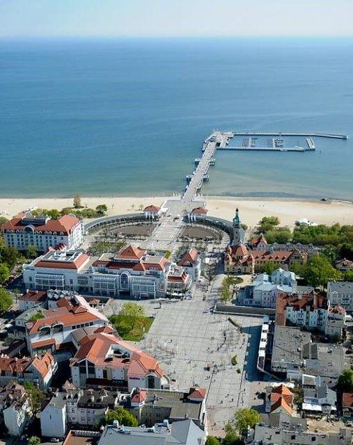 Sopot, Polonia / Sopot es una ciudad costera del Este pomerano localizada en la costa sureña del mar Báltico al norte de Polonia, con una población aproximada de 40 000 habitantes. Es una ciudad con estatus de powiat en la provincia de Pomerania