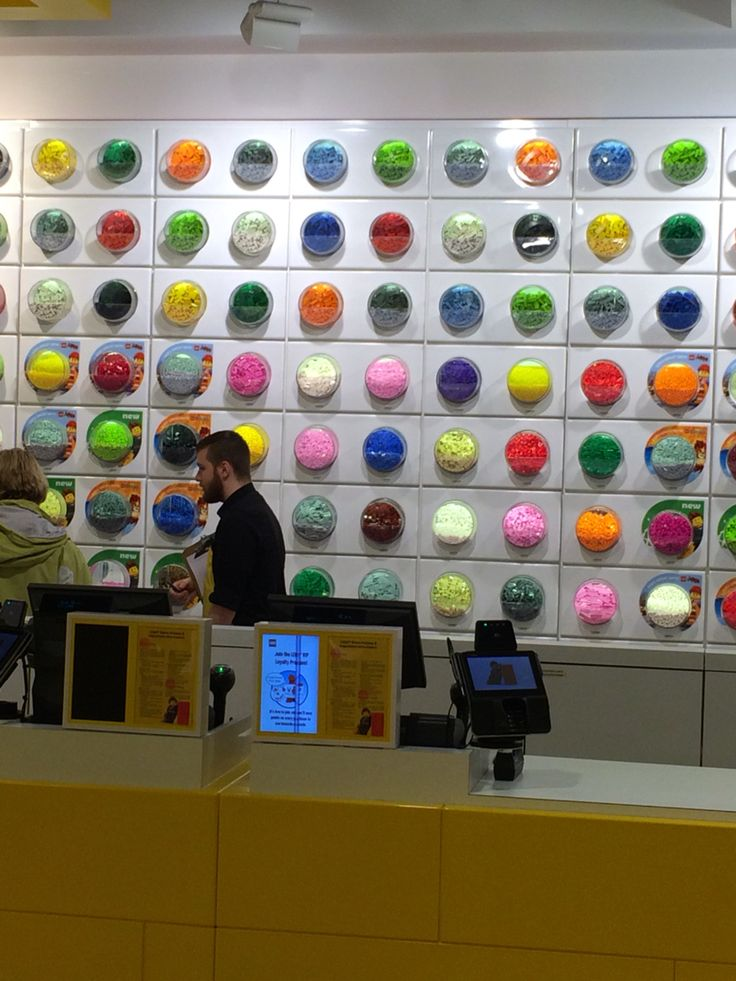 "LEGO, ""colour selection wall"", Chicago,USA, uploaded by Ton van der Veer"