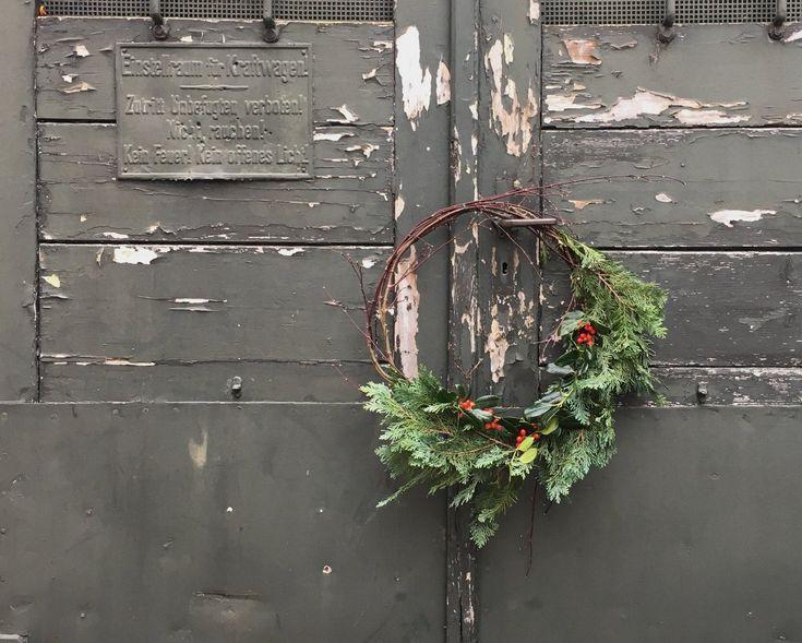 In Weihnachtsstimmung war ich dieses Jahr besonders früh – das liegt vor allem an unserem wunderschönen und gemütlichen Büro, in dem uns die weihnachtlichen Themen schon im Oktober