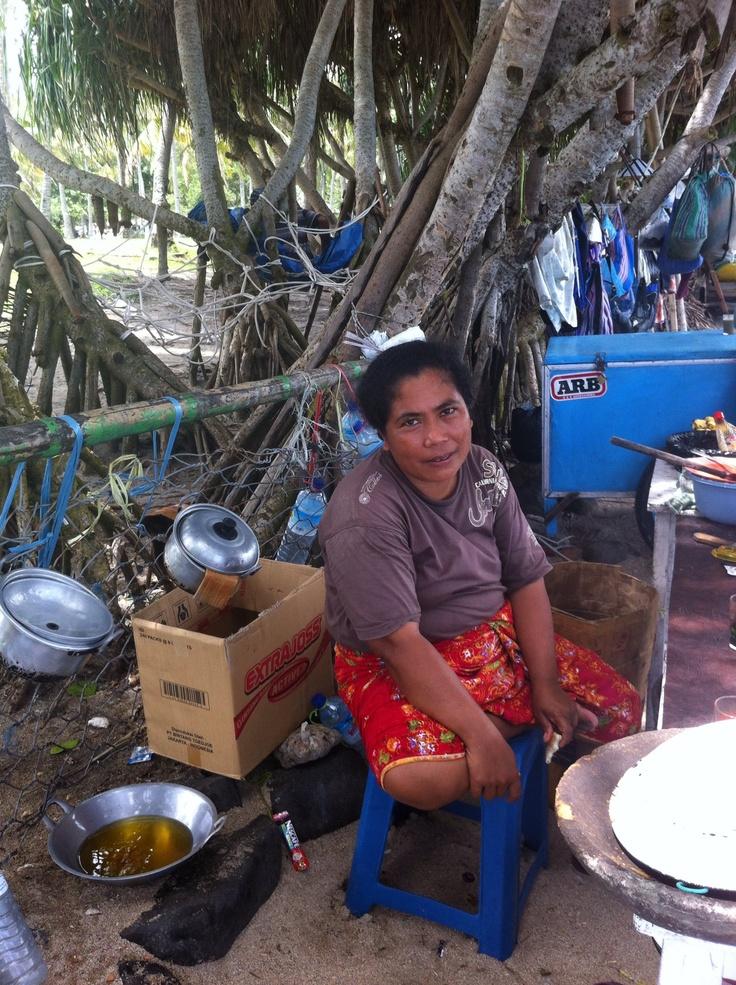 Koken op het strand van Senggigi:)