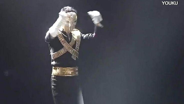El fundador y presidente ejecutivo Alibaba hizo una rutina de baile imitando a Michael Jackson frente a 40.000 empleados en la fiesta anual de su empresa de compras online. Y no es la primera vez que se disfraza en el escenario.