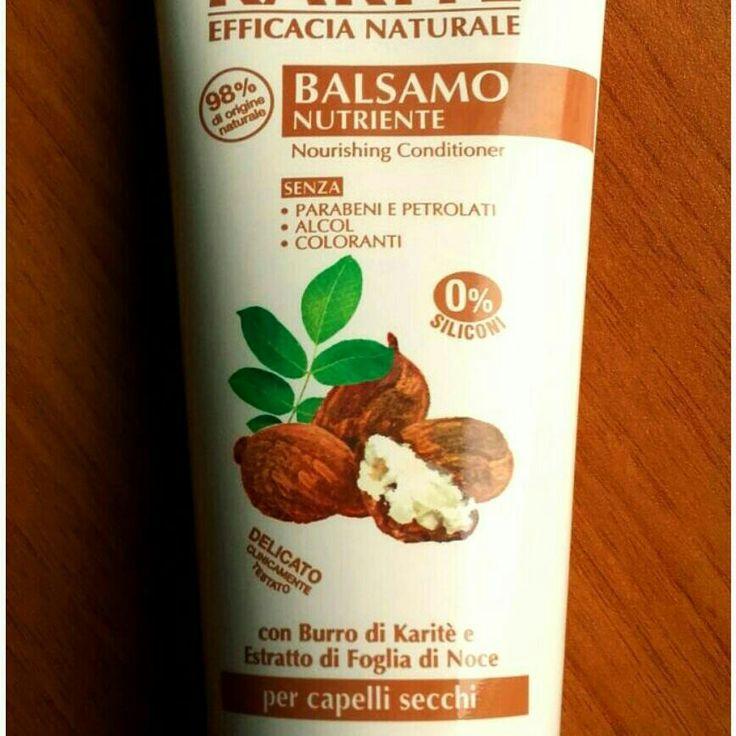 Balsamo Karité Equilibra 98% di ingredienti di origine naturale senza parabeni, siliconi ed alcol. Delicatamente si prende cura dei capelli più secchi rendendoli lucidi e setosi.