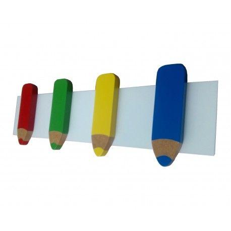 Perchero infantil con forma de lapices, ideal para la habitacion de un niño o niña. Lo encontrarás en www.lafabricadeladecoracion.com