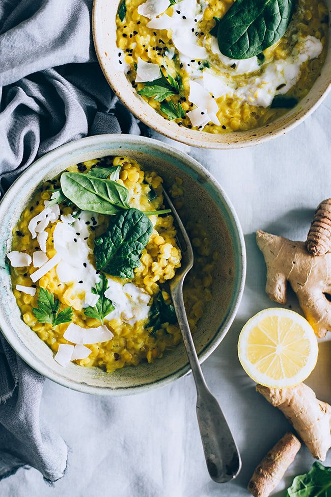 Healing Red Lentils Curry with loads of turmeric and spinach #vegan | TheAwesomeGreen.com