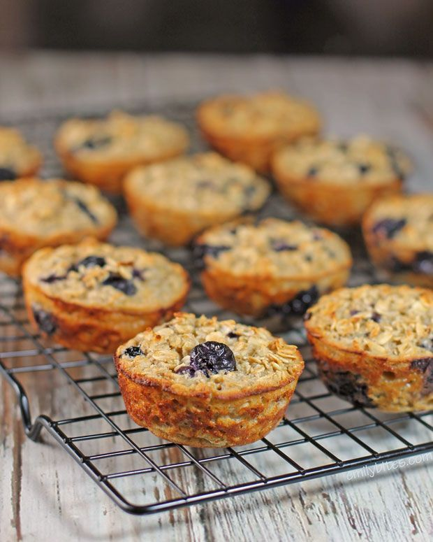 These Blueberry Baked Oatmeal Singles make a perfect, healthy grab-and-go breakfast with hearty oatmeal and bursts of fresh blueberries - only 101 calories or 3 Weight Watchers points each! www.emilybites.com