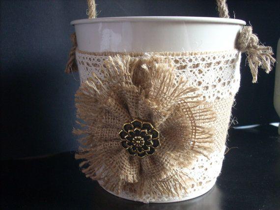 Envuelta de arpillera de cubo decoración de la boda la
