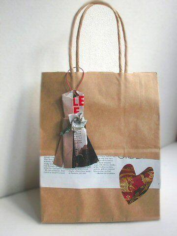 ショップ袋のリメイクに折り紙の女の子のドレスを使いました - soboku cafe