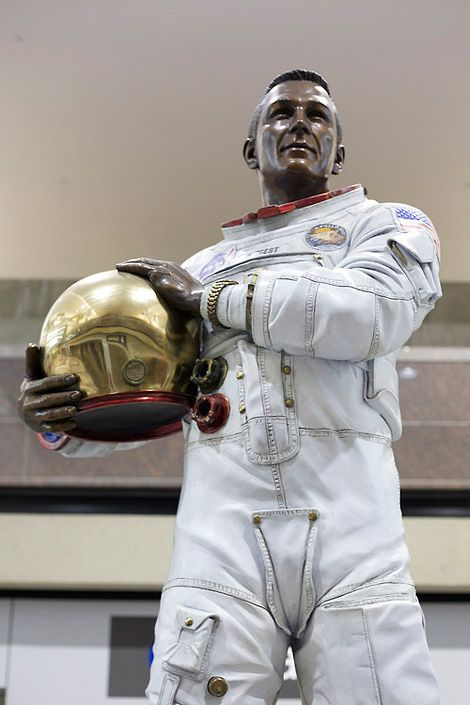 Apollo Astronaut Statue - Pics about space
