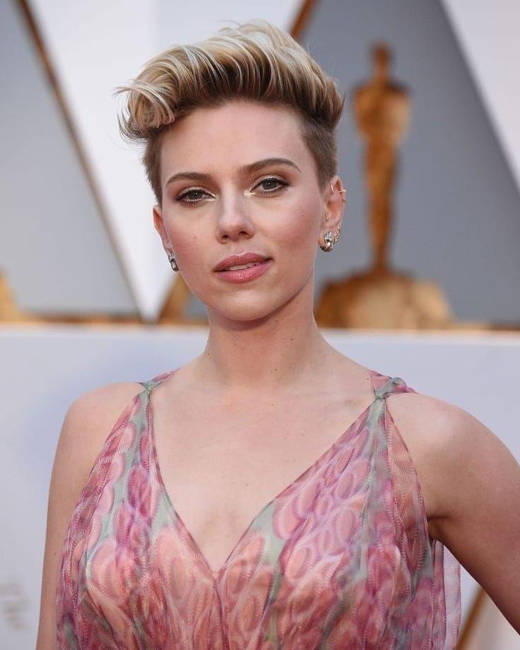 Look Do Dia Scarlett Johansson At The Oscarsesse Look E Demais Amo A Pulseira E O Detalhe Na Cintura Combinando Voce Scarlett Johansson Johansson Scarlett