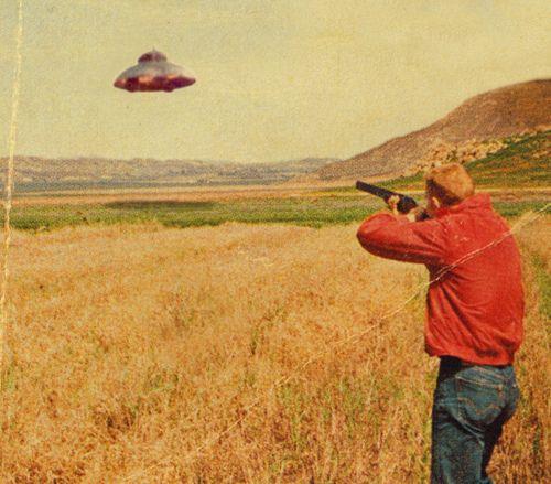 Welcome on earth visitors, bienvenue sur terre visiteurs de l'espace ! Ceci explique peu-être  cela.