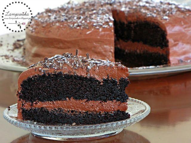 Πλούσια τούρτα σοκολάτας.