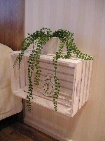 Una mesa de noche de una caja reciclada - http://ini.es/1kbnDi6