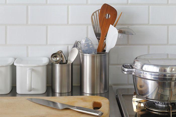 キッチンツールやカトラリーをスッキリ収納 おすすめスタンド