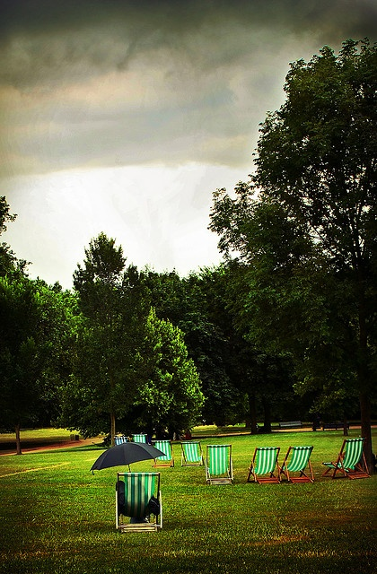 A British summer's day in Green Park, London..this is where I kissed the soil in London:)