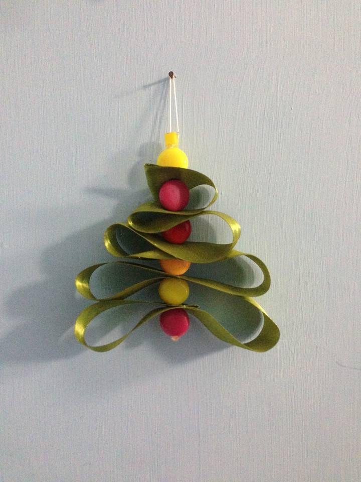 alberello di Natale con nastro verde