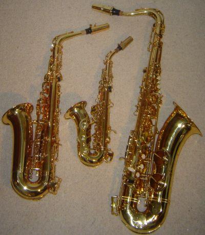 SAXOFÓN.   El saxofón, también conocido como saxófono o simplemente saxo, es un instrumento musical cónico de la familia de los instrumentos de viento-madera, generalmente hecho de latón que consta de una boquilla con una caña simple al igual que el clarinete. Fue inventado por Adolphe Sax en 1845. El saxofón se asocia comúnmente con la música popular, la música de big band y el jazz.