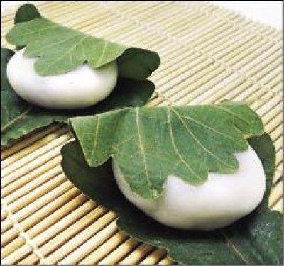 微風廣場推薦甘月堂端午柏餅禮盒480 元/10入,柏餅為日本端午節的應景果物,盛行於日本關東地區。