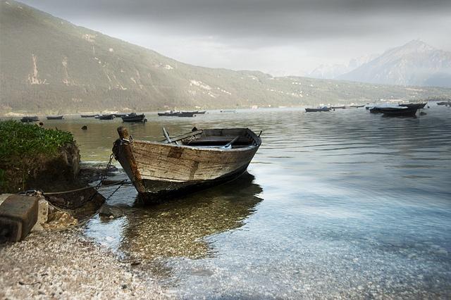les 137 meilleures images du tableau boats barques sur pinterest barque bateaux et chaloupe. Black Bedroom Furniture Sets. Home Design Ideas