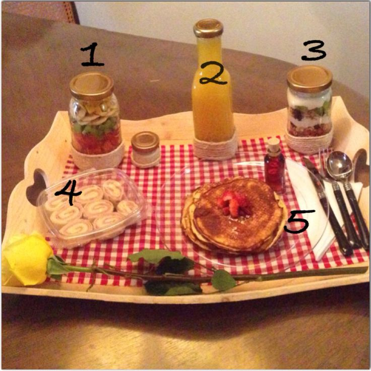 Desayuno sorpresa Especial (Villavicencio/Colombia) Whatsapp 3108151487 1.Ensalada de Frutas con crema de leche aparte 2.Jugo de Naranja 3.Parfait de frutas y yogurt griego 4.Wrap de jamón de pavo y queso 5.Pancakes con syrup Viene con bandeja, individual, cubiertos y bomba o rosa