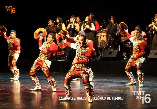 Multiples colores y llenos de energía, cerraron la noche con Caporales , una danza que emigra de Bolivia