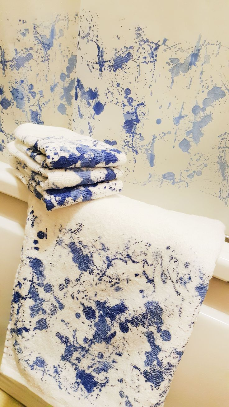 Ink spots on fresh towels! Don't worry, it's the Screen Sensation + Bespattered screen used to create a wonderful bathroom set! Cotton towels and plastic shower curtain