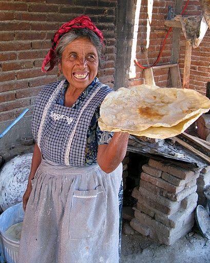 Y en el octavo día Dios creó a Oaxaca, los chapulines, las tlayudas, el mole negro, Monte Albán, el café negro, a Francisco Toledo, el árbol de Tule, Hierve el agua, el quesillo, el mezcal, Lila Downs…