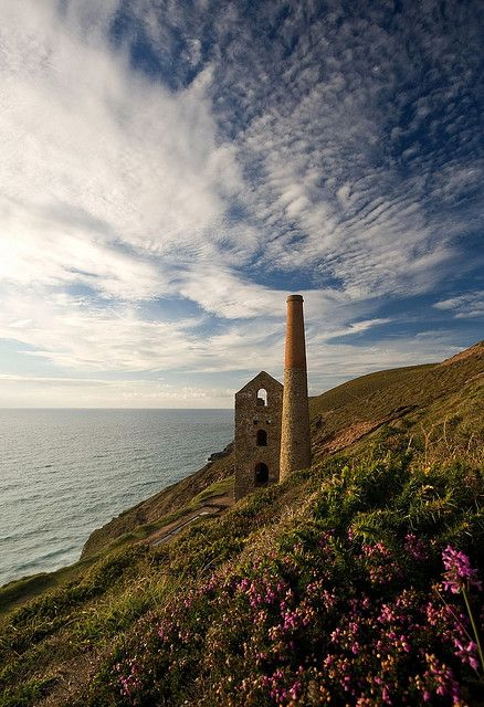 Towanroath Engine House    The building above would have housed a steam driven cornish beam engine, here at the Wheal Coates tin mine on the north Cornwall coast