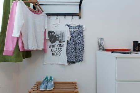 Airbnb'deki bu harika kayda göz atın: Cosy Single room in Beşiktaş! - İstanbul şehrinde Kiralık Apartman daireleri