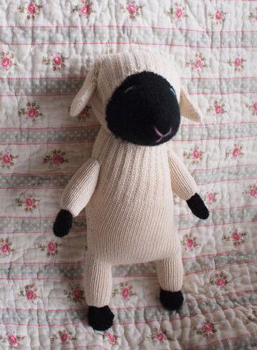 sheep/ miyako kanamori http://nuiguroom.bananawani.org/oneday2015.shtml